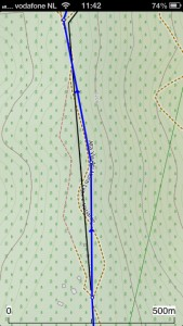 Route (blauw), Track getekend (zwart) en pad (stippels).